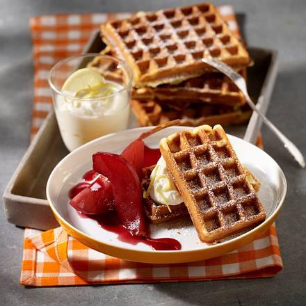 Honig-Waffeln mit Rotweinbirnen und Ricotta-Vanillecreme Rezept