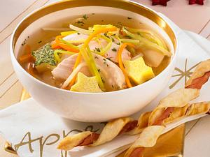 Hühnerbouillon mit Eierstich und Croissant-Schinken-Stangen Rezept