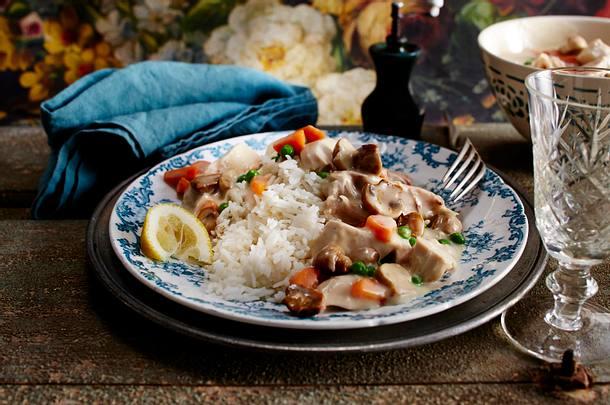 Hühnerfrikassee mit Erbsen und Reis Rezept