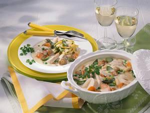 Hühnerfrikassee mit Spargel und Möhren Rezept
