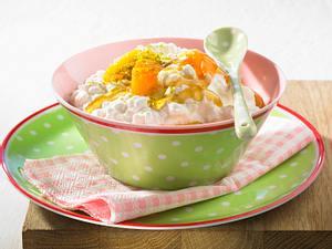 Hüttenkäse mit Aprikosen und Pistazien Rezept