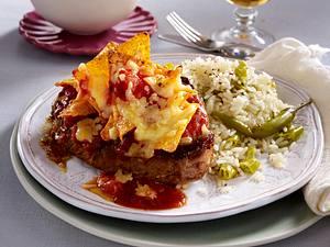 Huftsteaks mit Tomaten-Taco-Käse-Kruste zu Peperoni-Reis Rezept