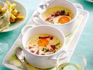 Im Ofen gebackenes Ei mit Schinken und gebackenen Kartoffeln Rezept
