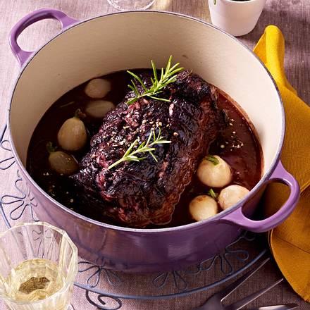 In Rotwein geschmorte Rinderschulter Rezept