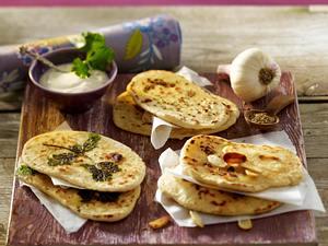 Indisches Naan-Brot aus der Pfanne mit Kümmel und Koriander zu Joghurt-Aioli Rezept