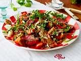 Italienischer Brotsalat alla caprese mit Steakstreifen und Kräuteröl Rezept