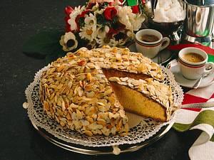 Italienischer Mandelkuchen mit Sckokoladen-Mandel-Guss Rezept