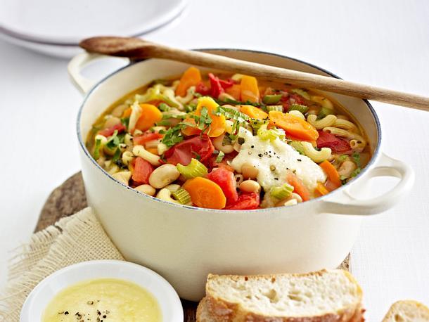 Italienischer Nudeltopf mit Parmesandip Rezept