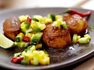 Jakobsmuscheln mit Gurken-Mango-Relish Rezept