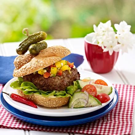 Jerk Burger mit Mango-Salsa und Gurken-Tomaten-Salat Rezept