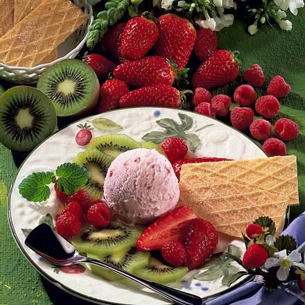 Joghurt-Eis auf Früchten Rezept