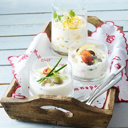 Joghurt mit Chili, grünen Oliven und Lauchzwiebeln Rezept