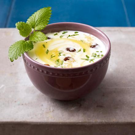 Joghurt mit Heidelbeeren, Holunderblütensirup und Cornflakes Rezept