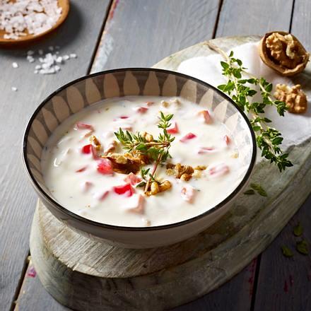Joghurt mit Paprika, Walnüssen und Thymian Rezept