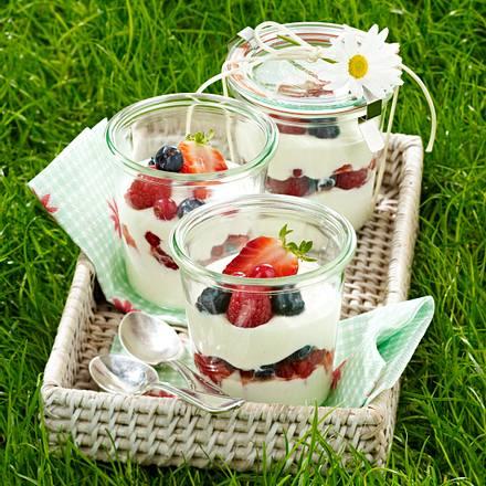 Joghurt-Quarkcreme mit Grand Manier und Beerenfrüchten Rezept