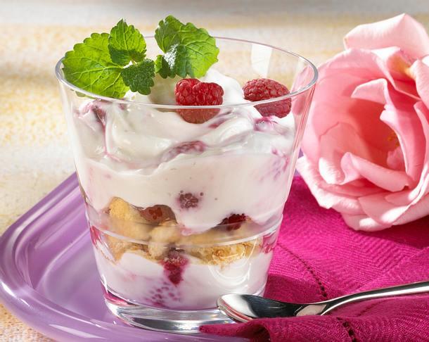 Joghurtcreme mit Himbeeren Rezept