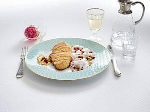 Johann Lafer: Curry-Backhendl auf süß-scharfem Rettichsalat Rezept