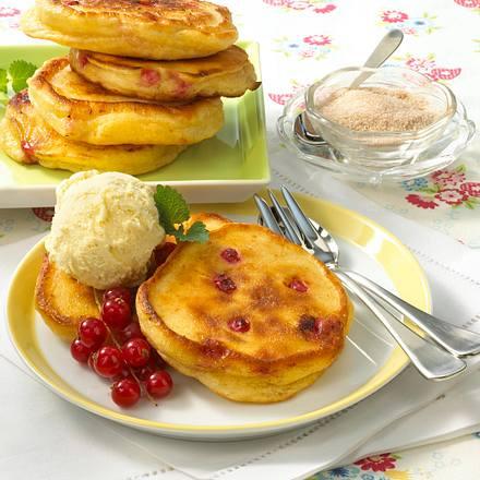 Johannisbeer-Buttermilch-Pfannkuchen Rezept