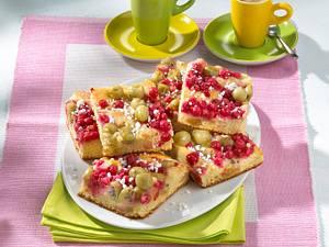 Johannisbeer-Stachelbeer-Kuchen mit Marzipan Rezept