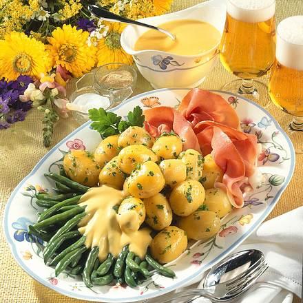 Junge Kartoffeln mit frischen Brechbohnen und Sauc Rezept