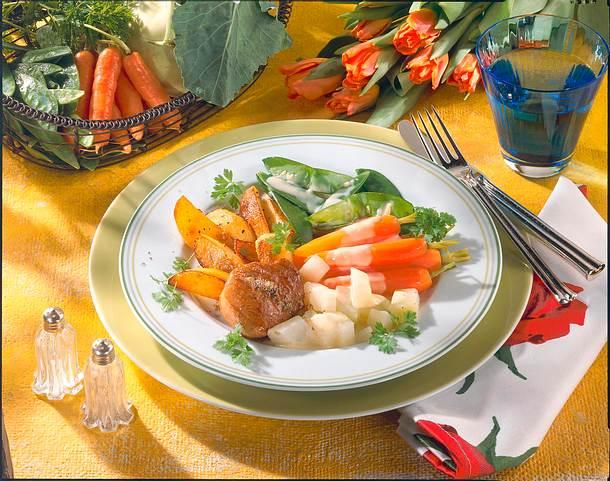 Junges Gemüse mit Schweinemedaillon Rezept