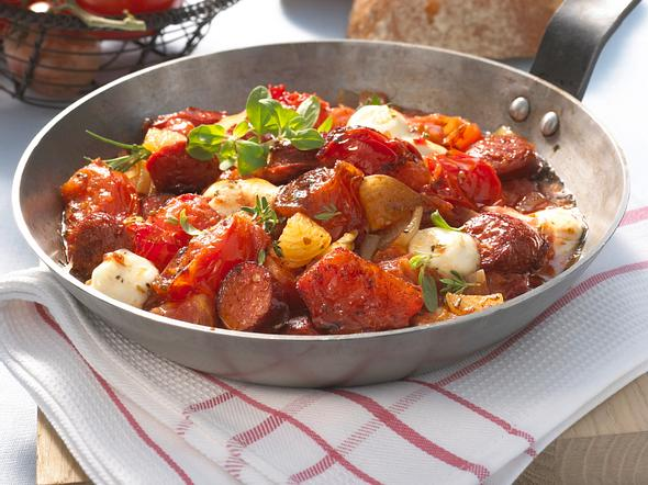 Kabanossi-Tomaten-Pfanne mit Mini-Mozzarella Rezept