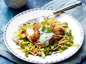Kabeljaufilet auf Salat Rezept