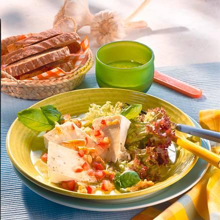 Käse-Ecken auf Salat Rezept