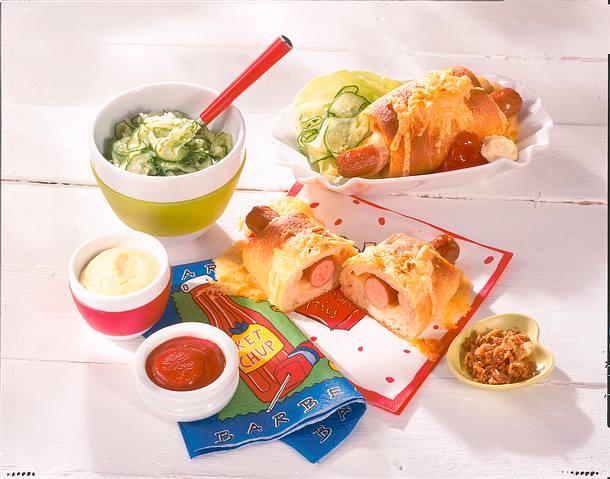 Käse-Hot-Dogs im knusprigen Teigmantel Rezept