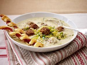 Käse-Lauch-Suppe mit Mettbällchen Rezept