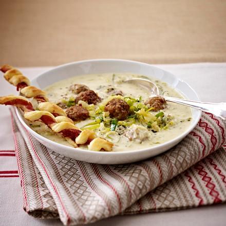 Käse-Lauch-Suppe mit Mettbällchen
