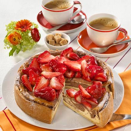 Käse-Marmorkuchen mit Erdbeeren Rezept