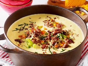 Käse-Porree-Suppe mit Hack-Topping Rezept