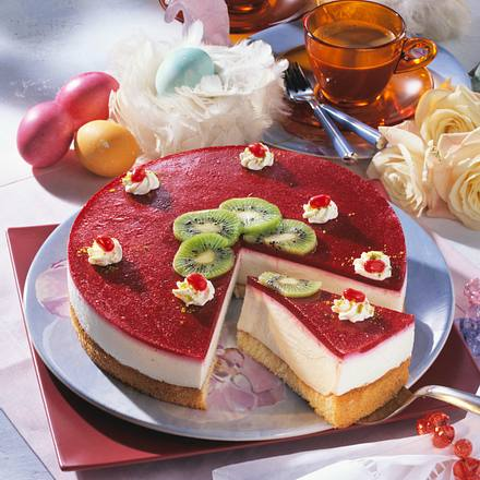 Käse-Sahne-Torte mit Himbeerspiegel Rezept
