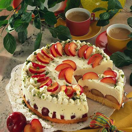 Käse-Sahne-Torte mit Pflaumen Rezept