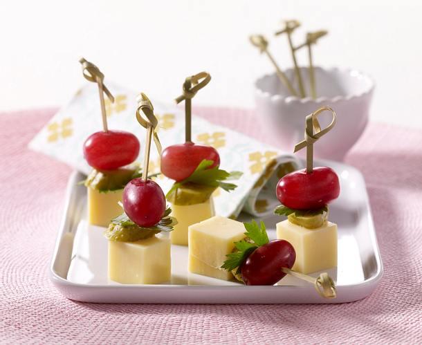Käse-Sticks mit Trauben Rezept