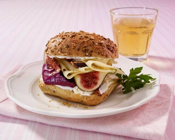 Käse-Vollkornbrötchen mit Feige und Sesam Rezept