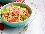 Käse-Wurst-Salat mit süßsauren Radieschen Rezept