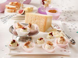 Käseplatte mit Grana Padano, zweierlei Frischkäse-Pralinen und Käsespießchen Rezept