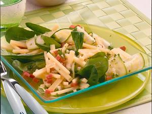 Käsesalat mit Zucchini Rezept
