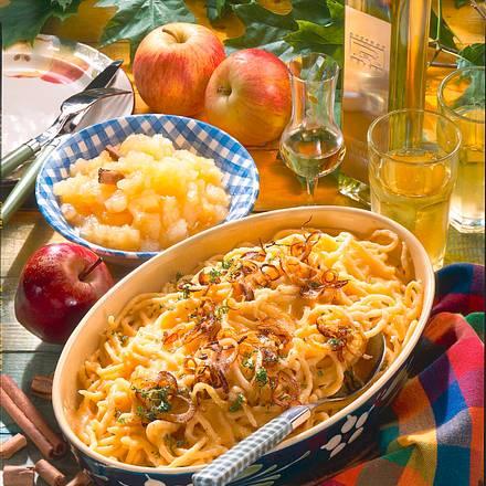 Käsespätzle mit Apfelkompott Rezept
