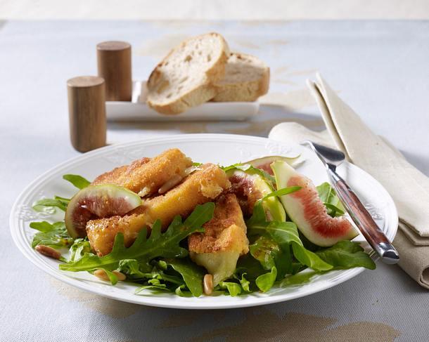 Käsesticks auf Rauke-Feigen-Salat Rezept