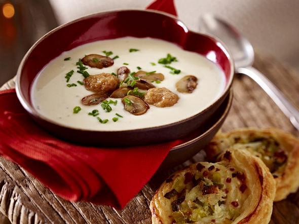 Käsesuppe mit Lauch-Speck-Schnecken Rezept