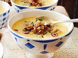 Käsesuppe mit Nuss-Crunch Rezept
