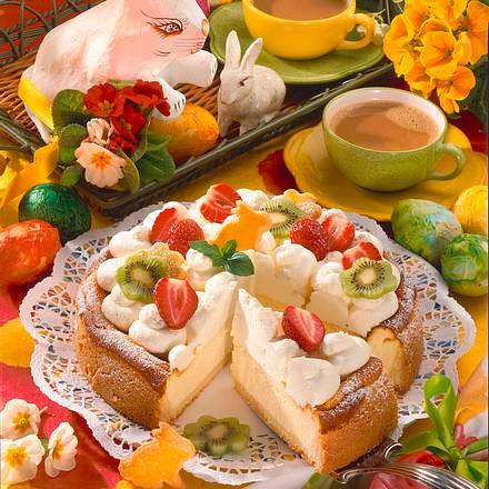 Käsetorte mit Sahne und Früchten Rezept
