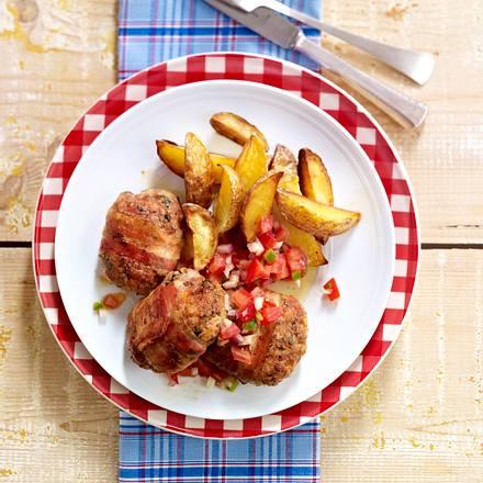 Kalbs-Frikadellen aus dem Ofen mit Kartoffelspalten Rezept