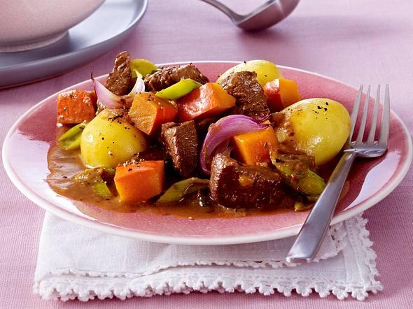 Kalbsgulasch mit Kürbis, Porree und roten Zwiebeln Rezept