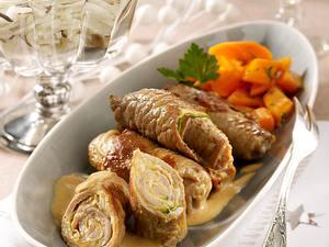 Kalbsröllchen mit Parmaschinken und Zucchini in Weißweinsoße Rezept