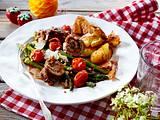 Kalbsrouladen zu grünem Spargel und Knusper-Kartoffeln Rezept