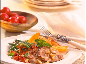 Kalbsschnitzelchen in Knoblauch-Tomatensoße Rezept